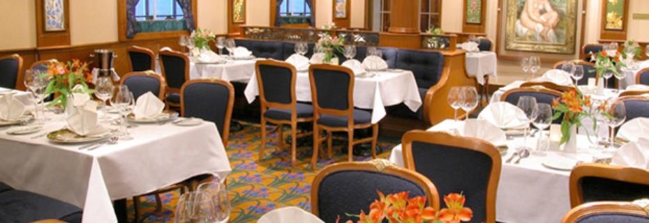 04_Le_Bistro_French_Restaurant_lo.jpg